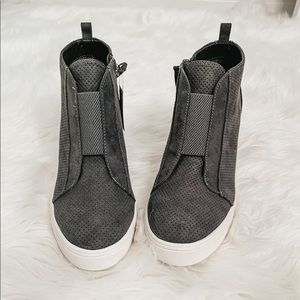 Grey ankle bootie